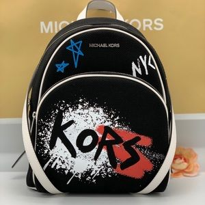MICHAEL KORS GRAFFITI ABBEY MD BACKPACK BLACK MULT